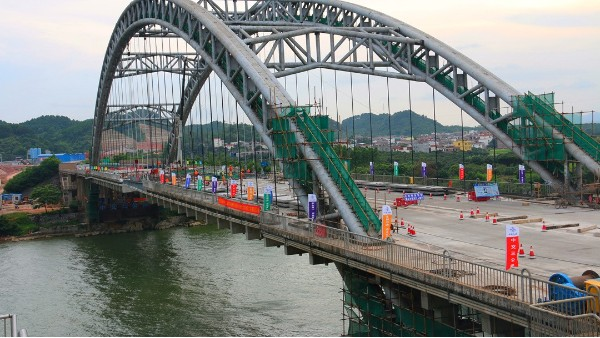 """六景大桥 """"置换法""""施工,景典钢结构桥梁加工技术取得新突破"""
